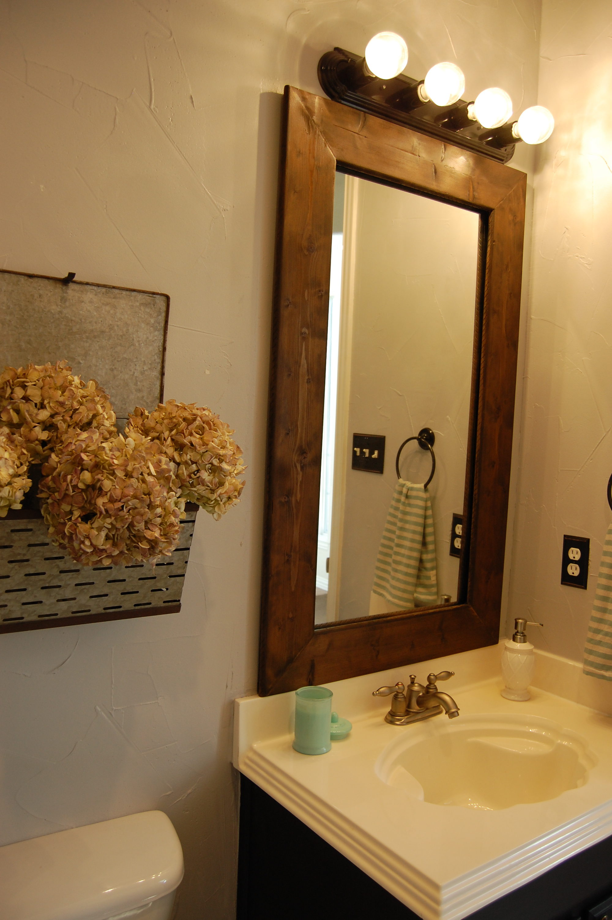 Bathroom Refresh and Framed Mirror