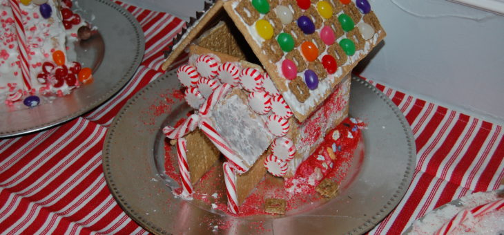 EASY! Gingerbread House Decorating Party