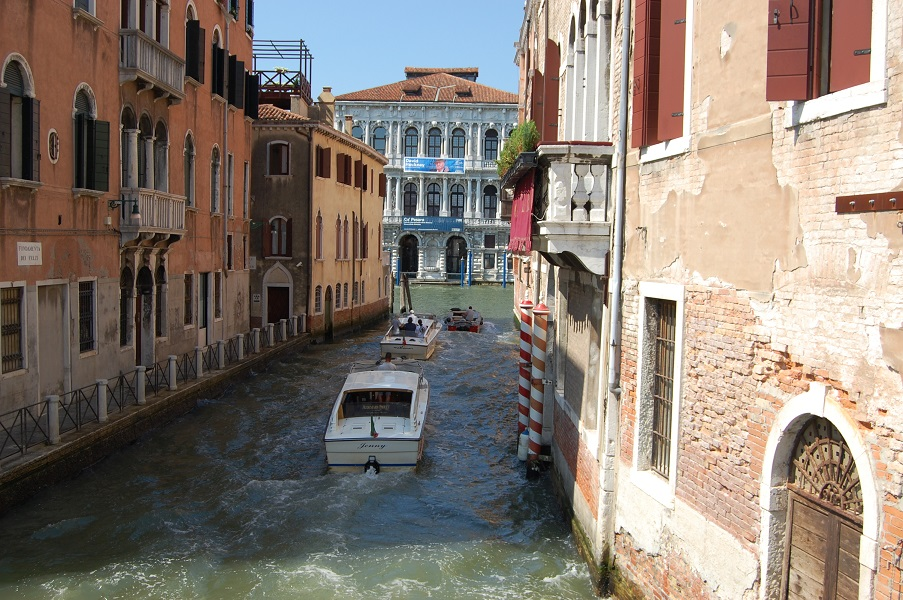 Incredibly beuatiful water passageways in Venice Italy
